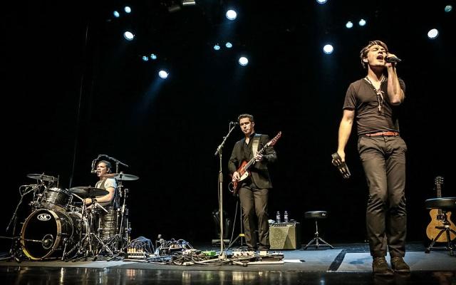 El trío de hermanos que se hizo famoso cantando 'MMMBop' ha dedicado unas palabras muy poco amables al ídolo canadiense.