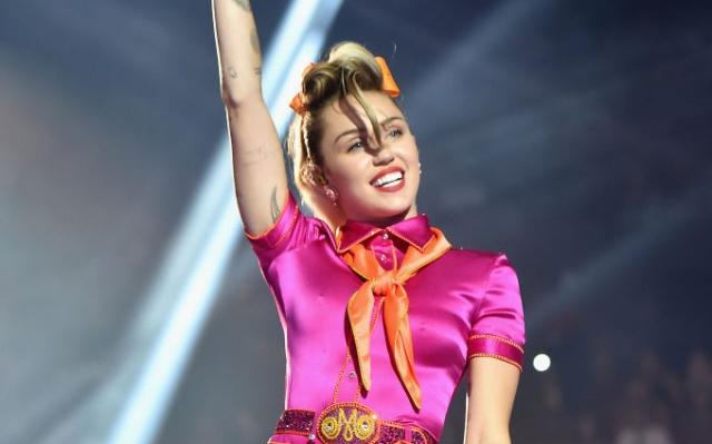 Todo está listo para que 'Younger Now' el nuevo disco de Miley Cyrus llegue a las tiendas de discos físicas y digitales.
