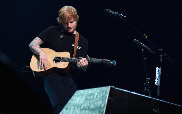 Los médicos han confirmado que el cantante se ha fracturado los dos brazos, por lo que tendrá que pasar varios días en reposo hasta estar completamente recuperado.