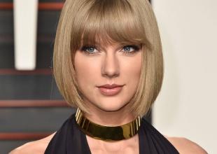 Sorprendida Taylor Swift acudiendo a un supermercado para comprar su disco