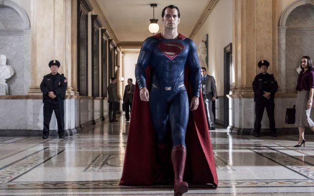 Henry Cavill actor que le da vida al super-héroe contó el problema que le causó su bigote durante las grabacdiones de la