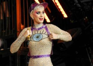 Katy Perry sufre la picadura de una medusa en medio de sus vacaciones