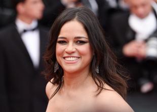 Michelle Rodríguez sorprende en Cannes con su espectacular escote